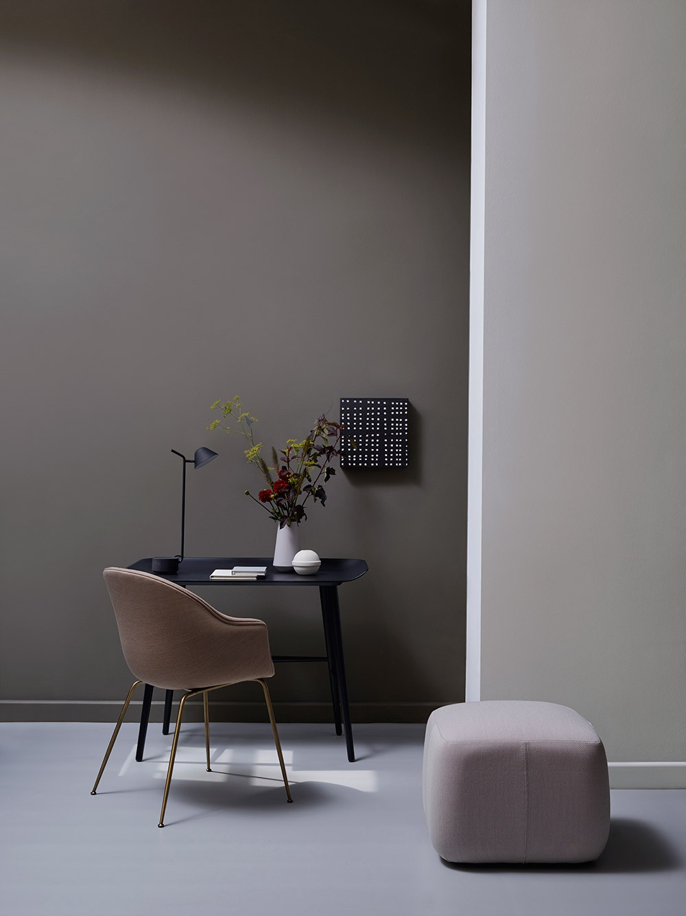 Quiet evening look with chair and table