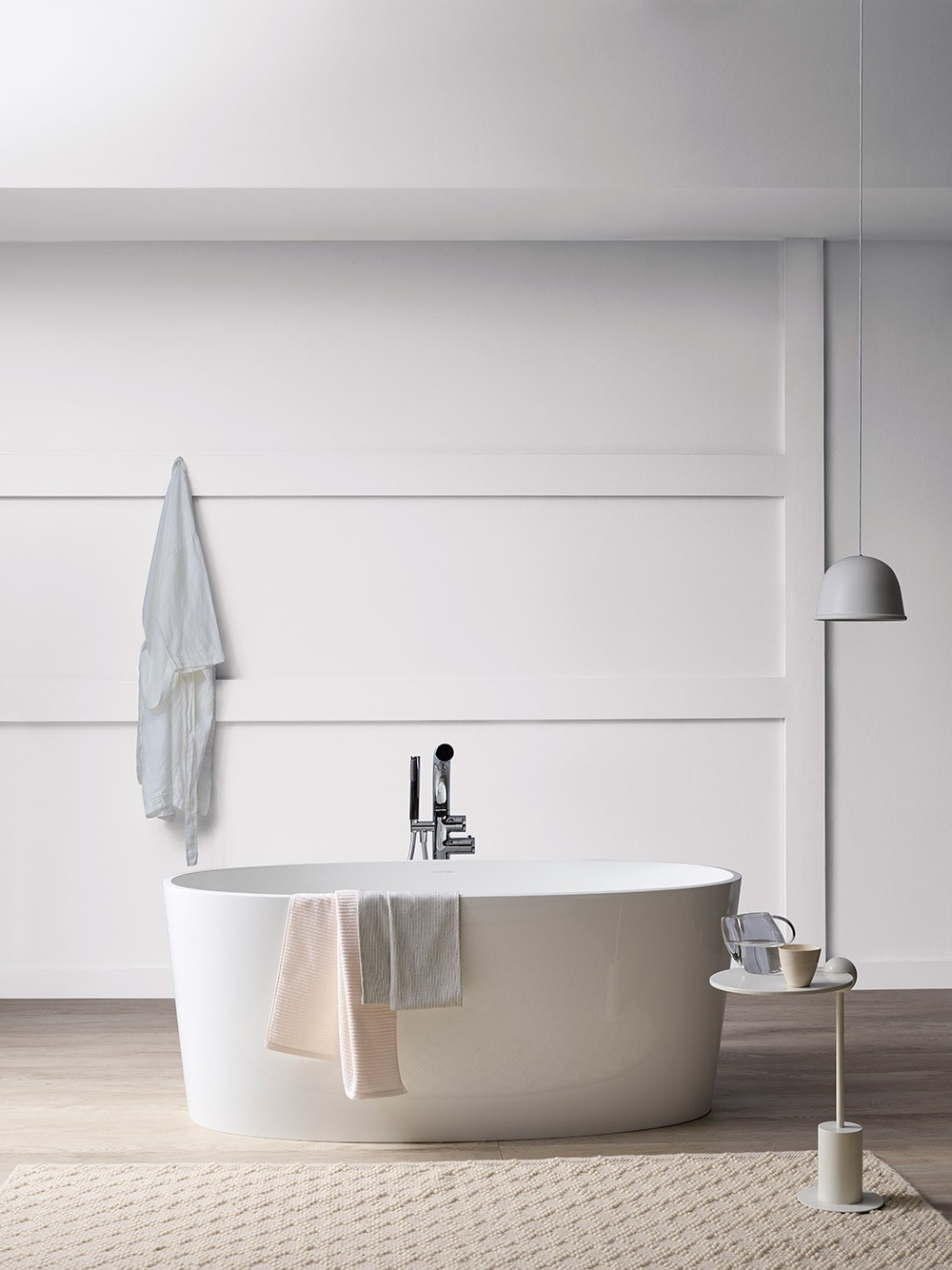 White bathtub in room