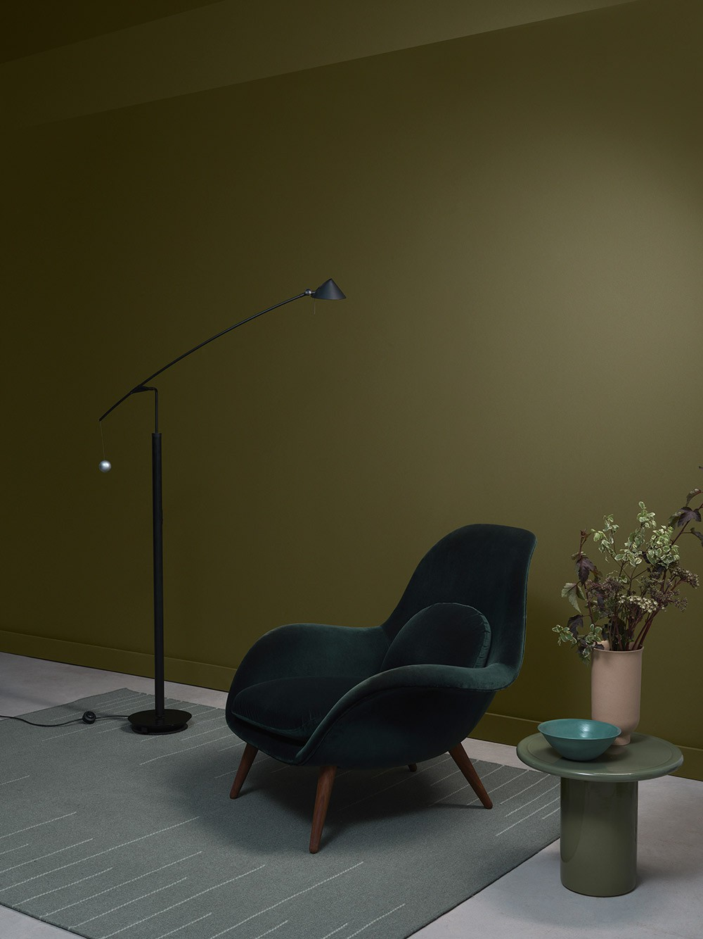 Khaki walls with a chair and a table