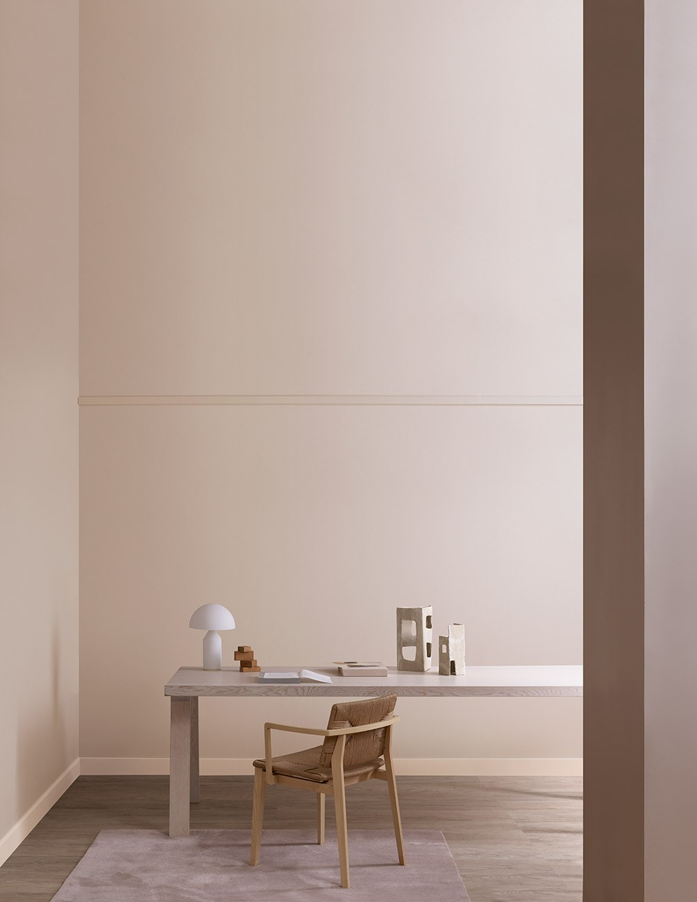 Neutral walls with desk area